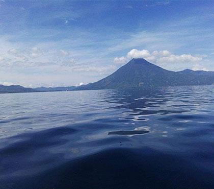 Boat-ride-tour-tour-en-bote-lake-atitlan-lago-de-atitlan-panajachel-around-antigua-guatemala-v2