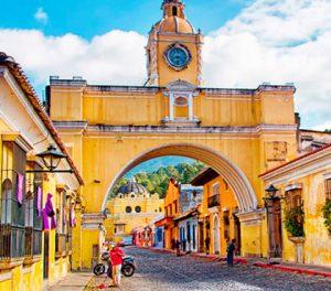 Tour-cultural-caminando-en-Antigua-Guatemala-cultural-walking-tour-in-antigua-guatemala-around-antigua-guatemala