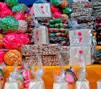Dulces-tipicos-guatemaltecos-dulces-en-Guatemala-canillitas-de-leche-Around-Antigua-Guatemala-v3