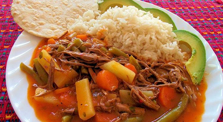 El-Sabor-de-mi-Guatemala-Antigua-Guatemala-comida-tipica-guatemalteca-comida-nacional-de-guatemala-Around-Antigua-Guatemala-hilachas-v6