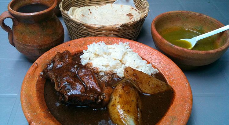 El-Sabor-de-mi-Guatemala-Antigua-Guatemala-comida-tipica-guatemalteca-comida-nacional-de-guatemala-Around-Antigua-Guatemala-pepian-v6