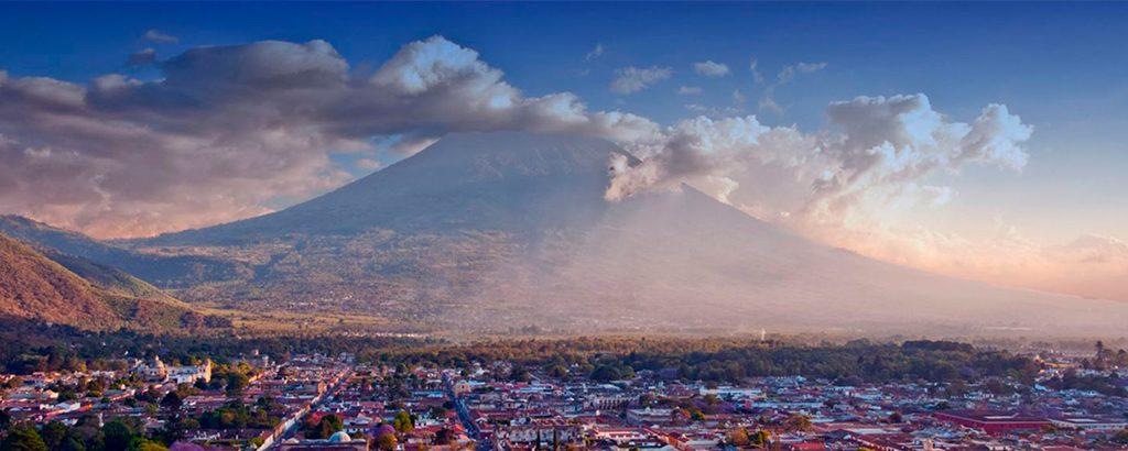 Top-5-lugares-que-no-debes-dejar-de-visitar-en-Antigua-Guatemala-Cerro-de-la-Cruz-Arco-de-Santa-Catalina-La-Catedral-Iglesias-Conventos-Around-Antigua-Guatemala-v1