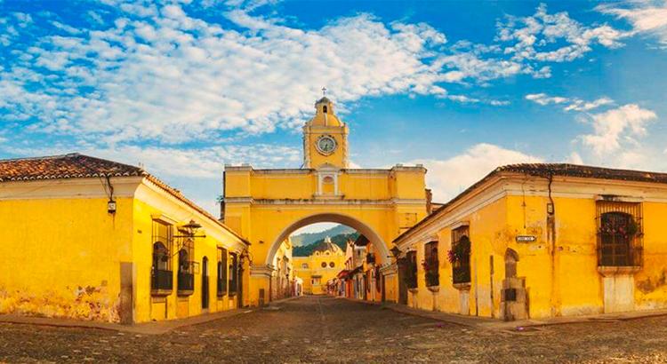 Top-5-lugares-que-no-debes-dejar-de-visitar-en-Antigua-Guatemala-Cerro-de-la-Cruz-Arco-de-Santa-Catalina-La-Catedral-Iglesias-Conventos-Around-Antigua-Guatemala-v3