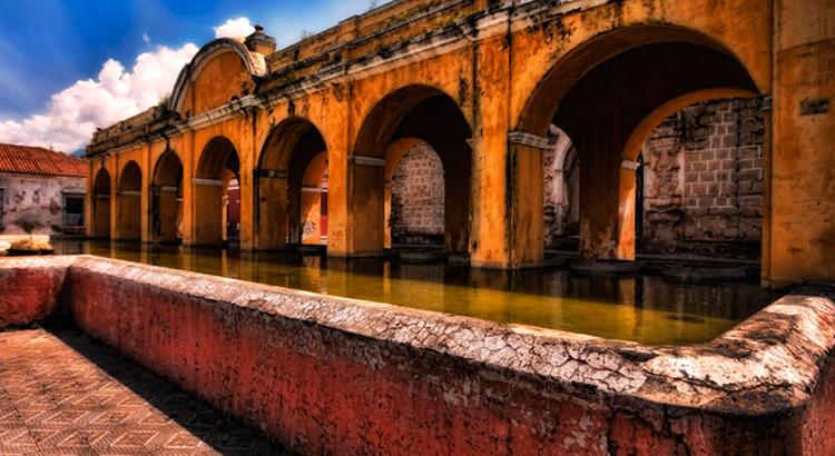 Top-5-lugares-que-no-debes-dejar-de-visitar-en-Antigua-Guatemala-Cerro-de-la-Cruz-Arco-de-Santa-Catalina-La-Catedral-Iglesias-Conventos-Around-Antigua-Guatemala-v4