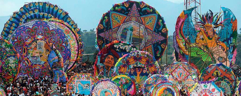 celebracion-del-dia-de-los-muertos-en-guatemala-primero-de-noviembre-guatemala-tradiciones-muy-vivas-muertos-antigua-guatemala-Around-Antigua-Guatemala1